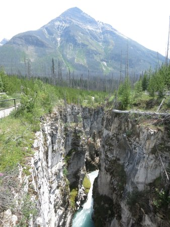 Kootenay National Park, Kanada: The beautiful mountain behind you above the Marble Canyon!