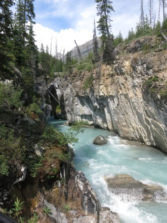 Kootenay National Park, Kanada: You will feel a delicious breeze here, coming thru the Canyon tunnel