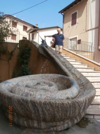 Sant'Agata Feltria, Włochy: The longest snail in the world?