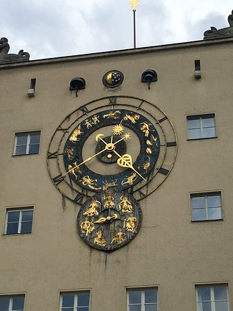 Deutsches Museum: There is a beautiful clock with the zodiac signs on the outer museum wall.