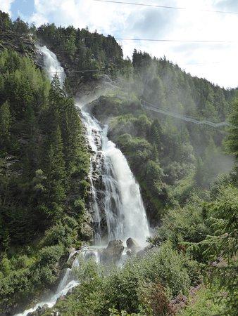 Umhausen, ออสเตรีย: Autour de la cascade