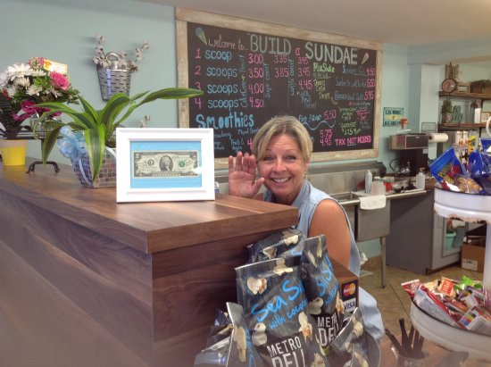 Ocean Isle Beach, NC: The lovely new owner, Donna. She is a hands-on owner, ensuring that every single customer is hap