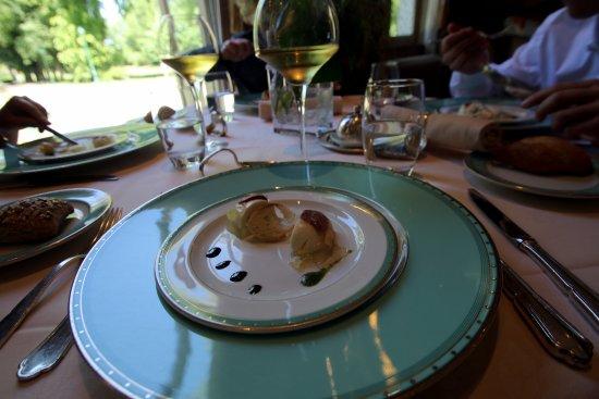 Gosnay, França: La décoration des plats est raffinée.