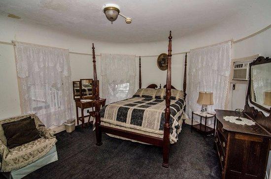Springfield, VT: Kingsley's Room