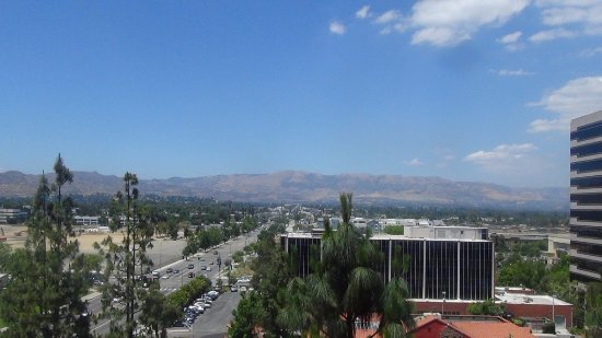Hilton Woodland Hills/Los Angeles: Mountain view from hotel room at the HIlton-Woodlalnd Hills, CA.