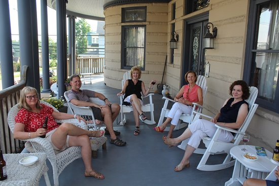 Meyersdale, PA: Happy Hour on the Front Porch