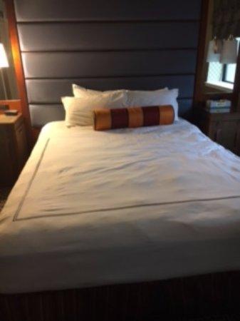 Kimpton Hotel Monaco Baltimore Inner Harbor: Luxurious and comfortable bed