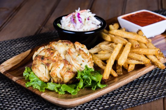 Columbia, MD: Crab cake, fries and slaw