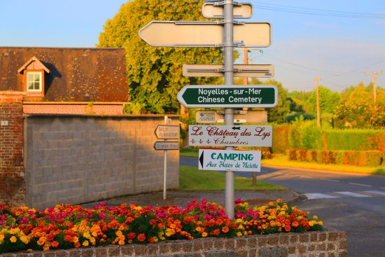 Noyelles-sur-Mer, France: Directions sign to cemetery