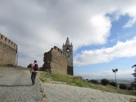 Arraiolos, Portugal: Muralhas abandonadas