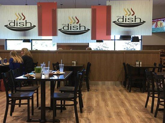 Racine, WI: Very nice New clean modern decor! Very good food selection.