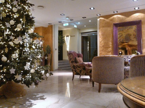 Savoy Boutique Hotel: hotel lobby in Christmas time