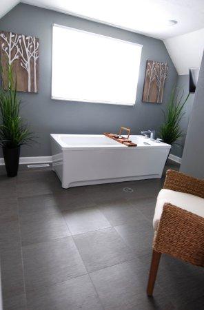 Homestead Suites: Pine: Soaking Tub