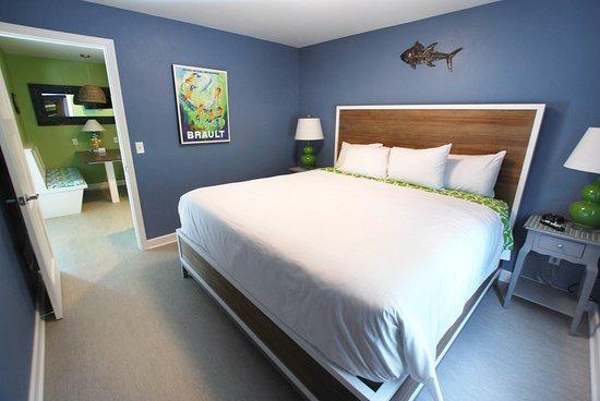 Homestead Suites: Cedar: King Bedroom