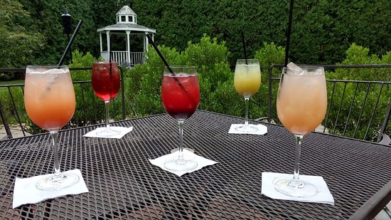 Exeter, NH: Sunday Brunch Mimosas on the Patio!