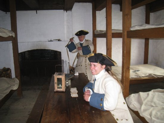 Louisbourg, Canadá: Soldier Preparing for Duty