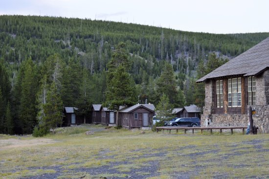Old Faithful Snow Lodge and Cabins: Exterior showing proximity of cabins to Old Faithful Inn