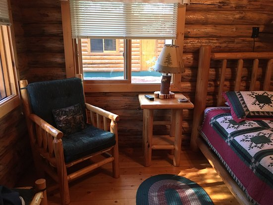 Perfect Location, Cute Cabin, Exceptional Service!!