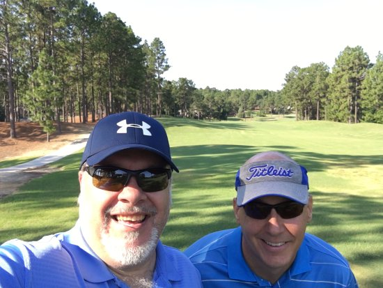 Southern Pines, Carolina do Norte: Pierre and I on the first tee.