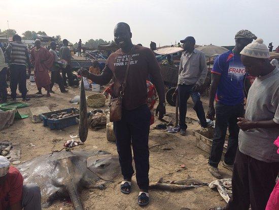 Mbour, Senegal: emile a l'arrivée des pêcheur de M'bour