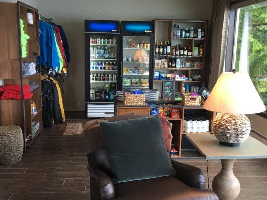 Salmon Falls Resort: Reception and Gift Shop