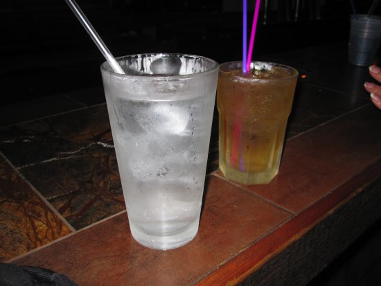 Muddy Waters Bar and Grill: Beverages ready to go
