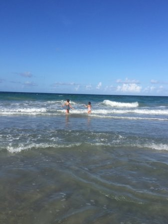 Jensen Beach, FL: Couldn't get the kids out of the water!