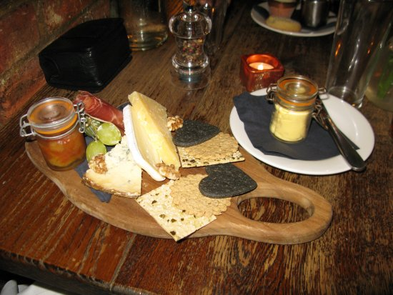 Three Tuns: English cheeseboard, pear chutney