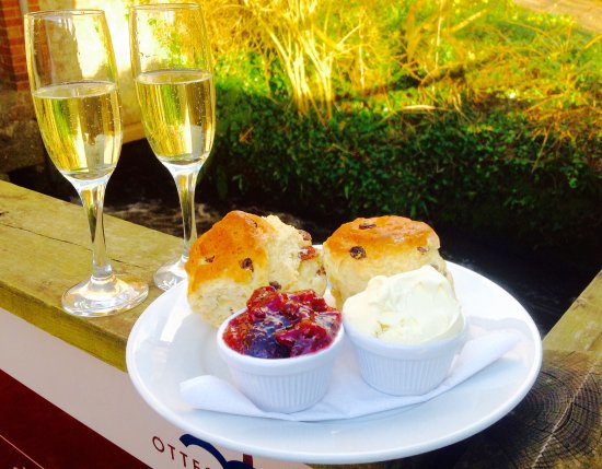 Budleigh Salterton, UK: Posh tea for two