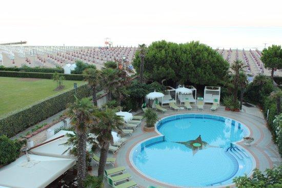 Park Hotel Cellini: бассейн
