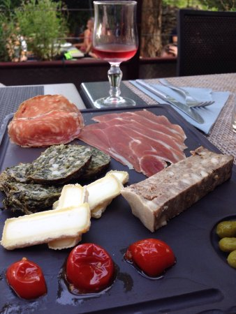 Restaurant le petit jardin dans vallon pont d 39 arc avec for Restaurant avec jardin dans le 92