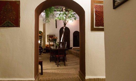 Riad El Zohar: Entrance to the Courtyard