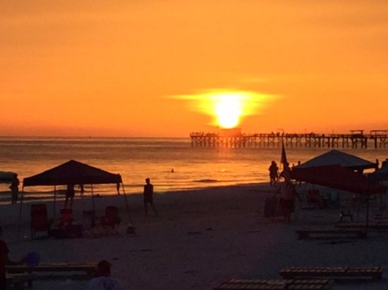 Doubletree Beach Resort by Hilton Tampa Bay / North Redington Beach: Sunset!