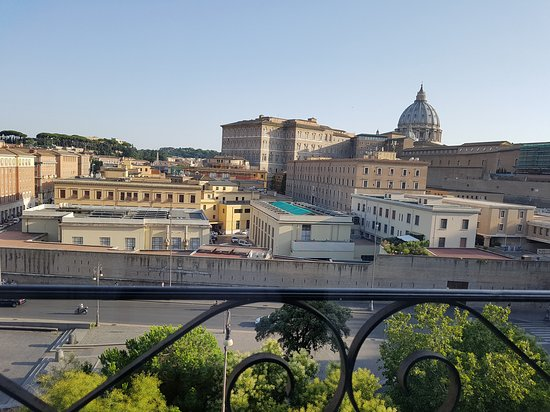 A View of Rome B&B: 20170720_185005_large.jpg