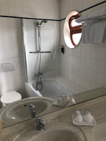Astoria Hotel: Room 609