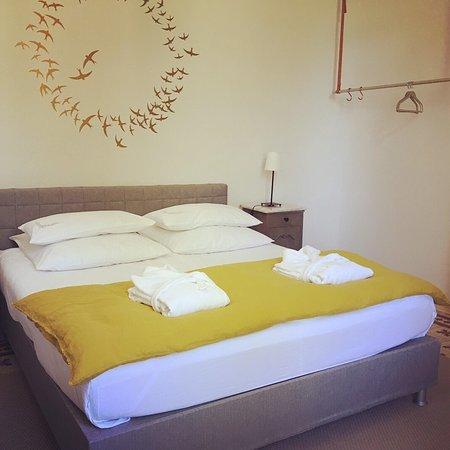 Noves, France: Het heerlijke bed