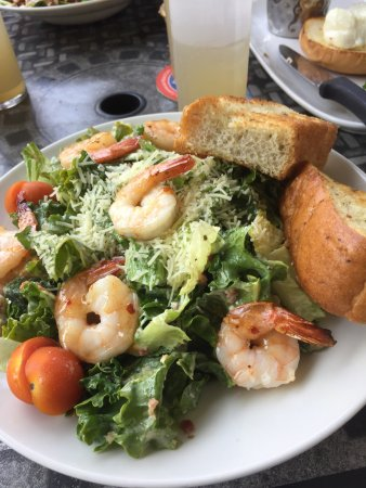 Salmon Arm, Canadá: The prawn and kale Caesar salad