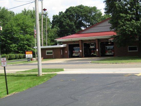 Hartville, OH: Across the street
