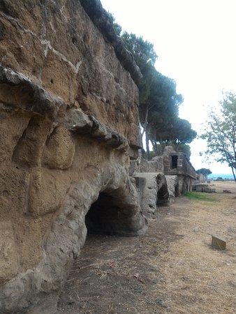 Parco degli Acquedotti : Trecho do aqueduto com arcos baixos
