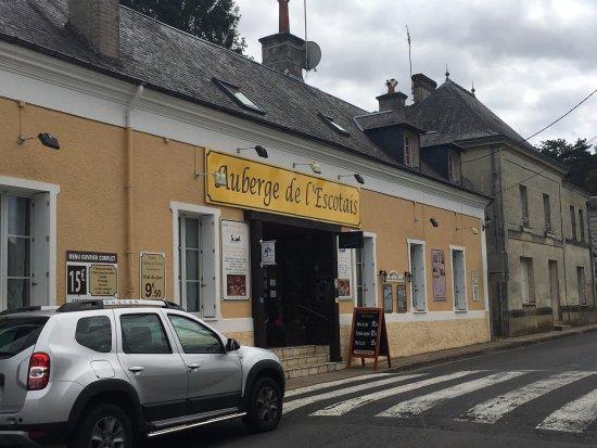 Saint Paterne Racan, France: Le Restaurant l'Auberge de l'Escotais