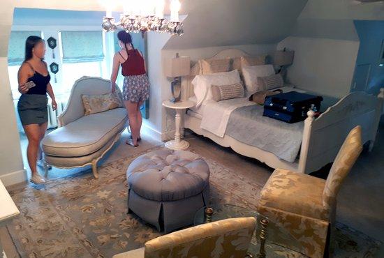 Lion's Head Bed & Breakfast: Suite master bedroom