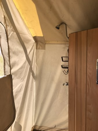 Under Canvas Yellowstone: shower in suite