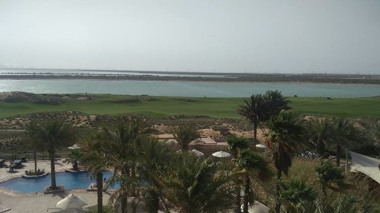 Park Inn by Radisson Abu Dhabi Yas Island: the more you go to left (raddisson side) the more you get sea view