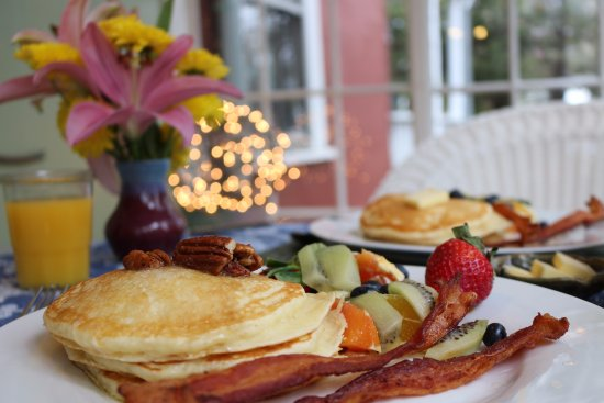 Brevard, NC: Guests can enjoy fresh, delicious breakfasts every morning