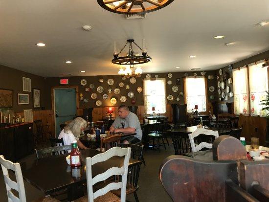 Gill, MA: Dining room