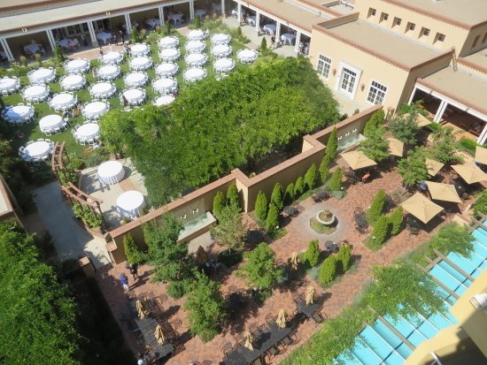 Hotel Albuquerque at Old Town: Banquet tables were set up in the courtyard for our Conspire 2017 banquet.