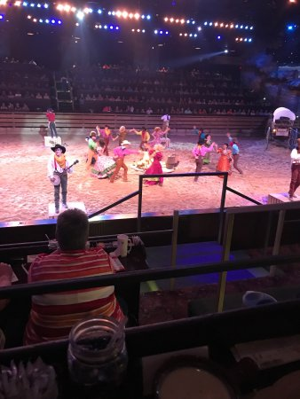 Dolly Parton S Dixie Stampede Dinner Amp Show Branson Mo
