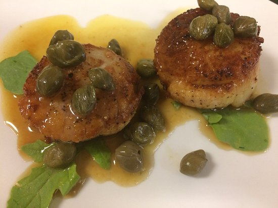 Bowling Green, OH: Wild-caught scallops with capers!