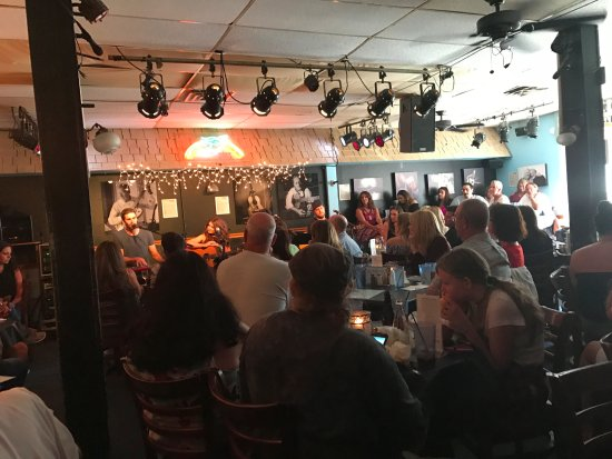 The Bluebird Cafe: Such a fun atmosphere.