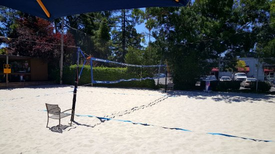 Mountain View, CA: Sand Volleyball court.